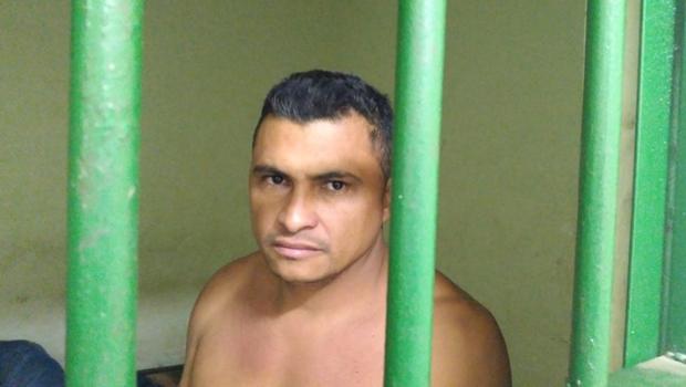 PC prende homem que matou esposa a facadas na frente das filhas
