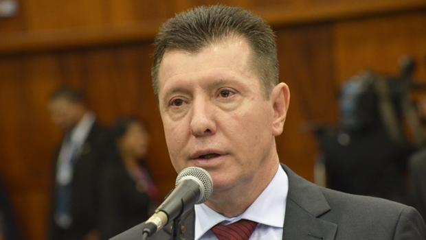 """José Nelto diz que previdência é """"problema dos governadores"""" e diretor da Goiasprev discorda"""