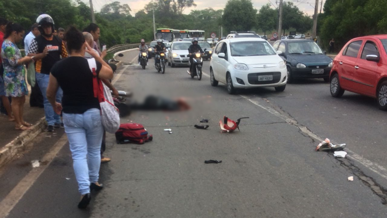 Motociclista morre após ser atropelada por ônibus em Goiânia