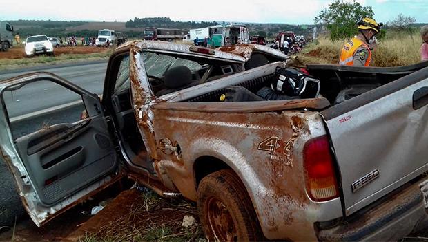 Acidente envolvendo quatro veículos deixa um morto na BR-020, em Formosa