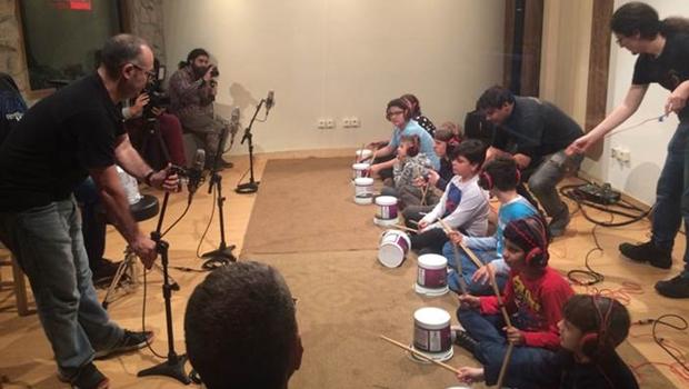 Projeto em Itajaí (SC) lança música gravada por crianças com autismo