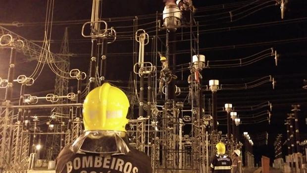 Incêndio atinge subestação de energia em Trindade