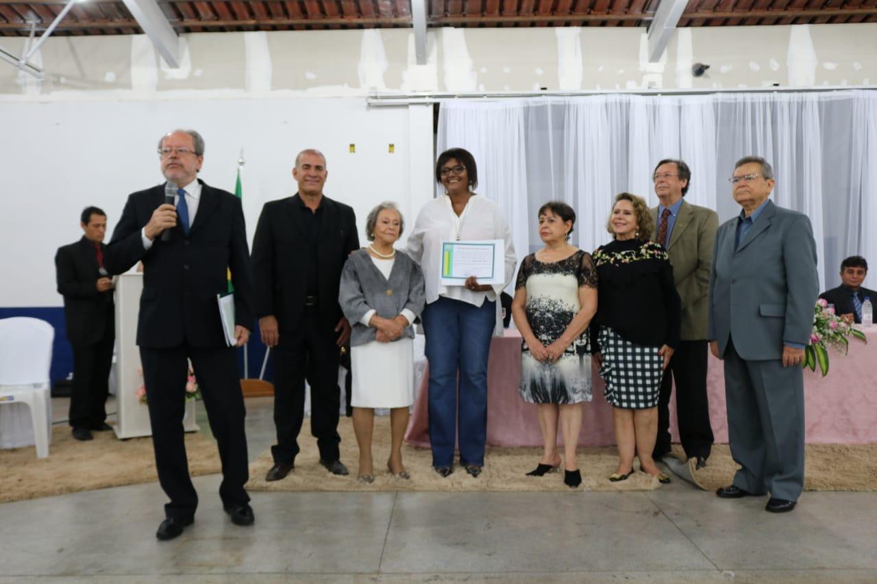 Câmara de Goianira entrega título de cidadania à pioneira Maria Luiza Naves
