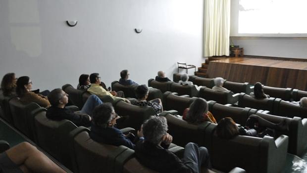 José Eliton e Fabrina abrem cinema do Palácio para a exibição do longa-metragem Vazio Coração