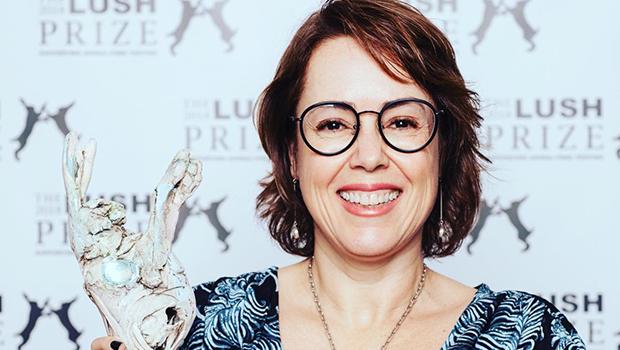 Professora da UFG ganha prêmio internacional em Berlim