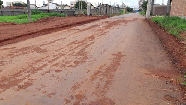Prefeitura gasta recursos para pavimentar vias, mas em período chuvoso material cede