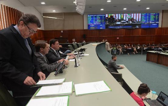 Assembleia aprova reforma administrativa de Caiado em primeiro turno