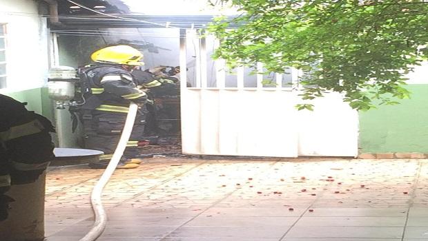 Incêndio atinge residência, em Caldas Novas