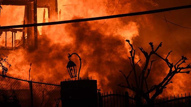 Incêndios na Califórnia desaloja Guillermo del Toro, Kim Kardashian e Lady Gaga