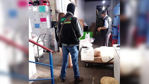 Mais de 2 toneladas de carnes impróprias para consumo são apreendidas em Goiânia