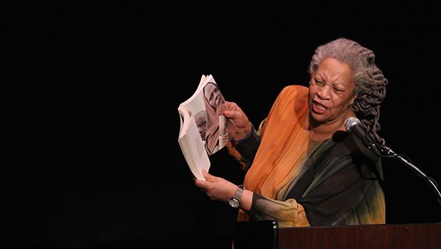 Aliado se torna adversário de Toni Morrison ao transformar sua literatura em militância negra