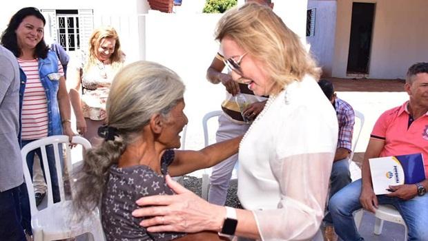 Dairdes Darrot entrega 18ª casa do programa Mãos Solidárias