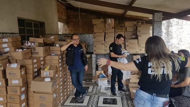 Polícia apreende três toneladas de medicamentos vencidos que estavam sendo comercializados
