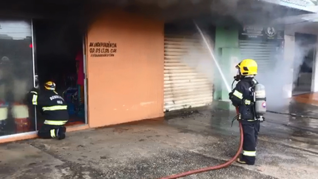 Incêndio atinge loja na Avenida Independência, em Aparecida