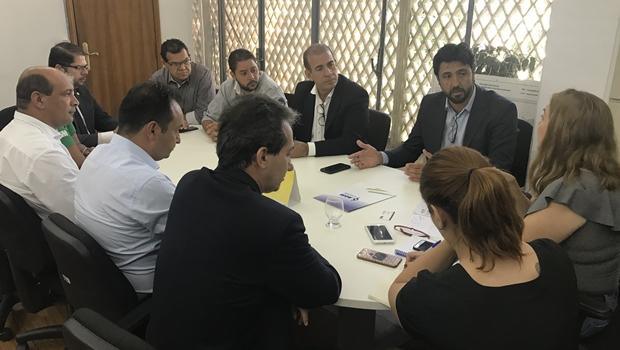 Seduce negocia com prefeitos pagamento do Transporte Escolar