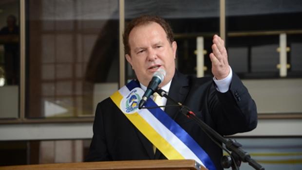 Governador do Tocantins exonera primeiro escalão e extingue mais de 15 mil contratos temporários