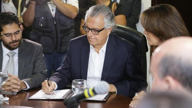 """Políticos vão montar """"gabinete-sombra"""" para subsidiar a oposição contra Ronaldo Caiado"""