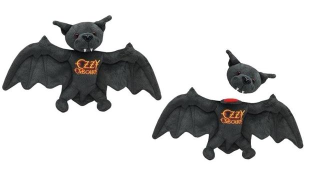 Morcego que teve cabeça arrancada por Ozzy Osbourne ganha versão de pelúcia