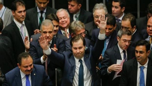 Rodrigo Maia adianta pagamento de R$ 17 milhões de auxílio-mudança