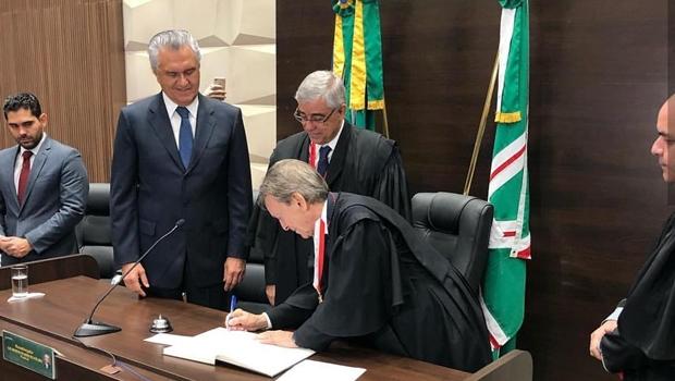 TJGO empossa novo presidente Walter Carlos Lemes