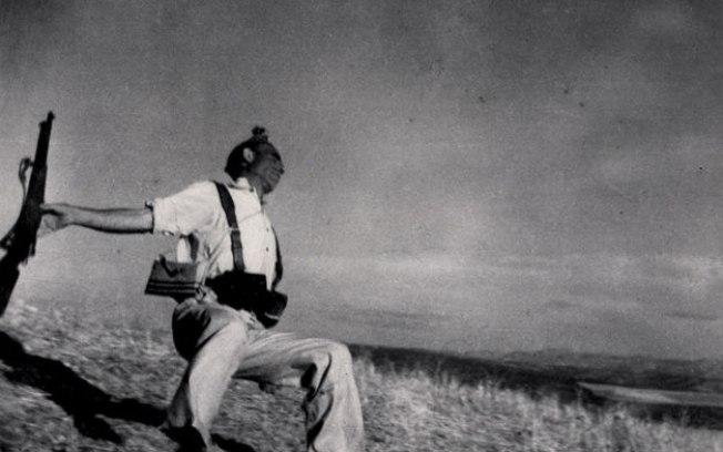 """Robert Capa e a """"invenção"""" da fotografia do soldado caído na Guerra Civil Espanhola"""
