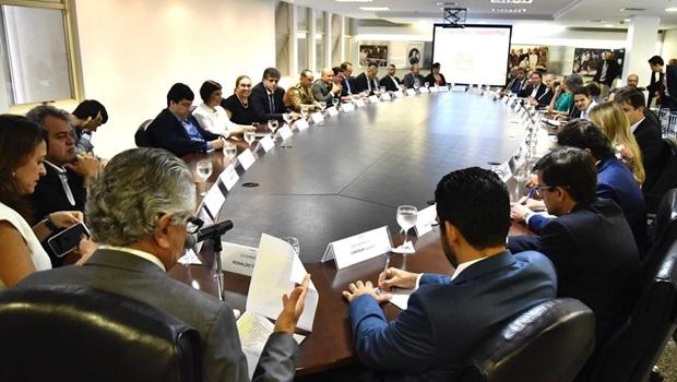 Governador Ronaldo Caiado cobra resultado de secretários em reunião