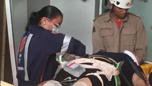 Bombeiros socorrem vítimas de acidente com elevador em Goiânia