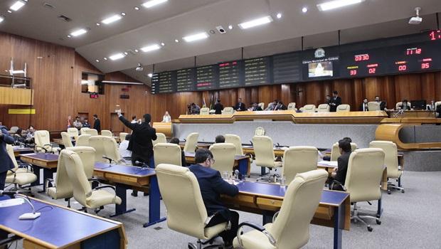 Um dia após rejeição do ponto biométrico, sessão na Câmara é encerrada por falta de quórum