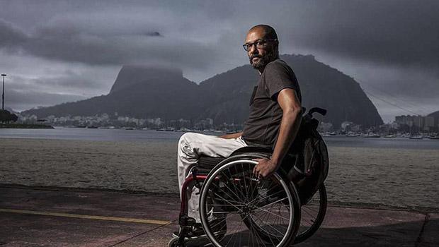Narrativa de Carlos Eduardo Pereira nos arrasta para junto do personagem