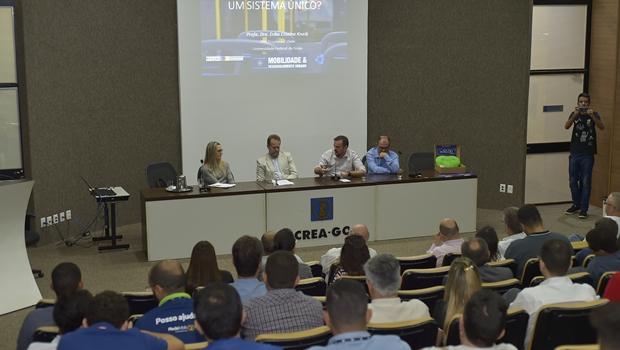 Gustavo Mendanha cobra protagonismo do Estado em debate sobre mobilidade