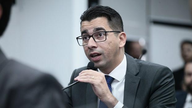 """""""Decreto de liberação de armas não passa de acordo de campanha"""", afirma Vinícius Cirqueira"""