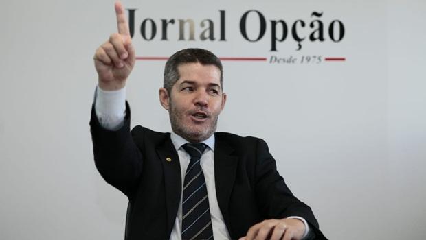 Paulo Trabalho apresenta PL para conceder título de cidadão goiano a delegado Waldir Soares