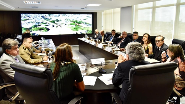 Caiado quer ação conjunta com município de Goiânia para revitalizar Praça Cívica