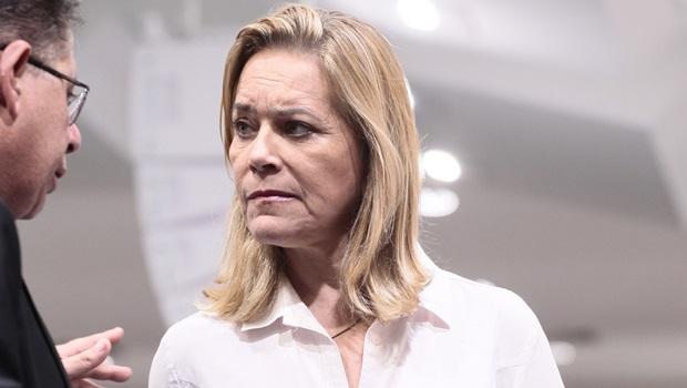 Deputada critica placa da Goinfra: 'Caiado só olha para o retrovisor'