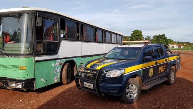 Ônibus clandestino é preso em Porangatu