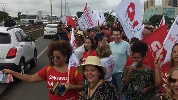 Trabalhadores protestam contra Reforma da Previdência e paralisam atividades, em Goiânia