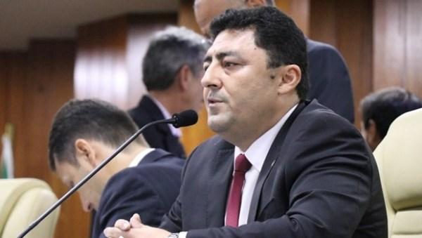 Secretário municipal vai à Câmara e diz que subtituição de escolas de placa não é prioridade