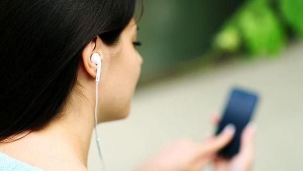 Especialistas alertam que perda auditiva começa cada vez mais cedo