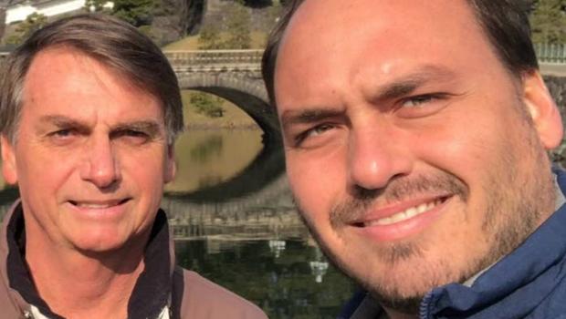 Presidente pede para Carlos Bolsonaro baixar o tom nas redes sociais