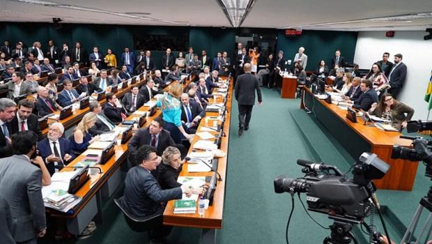 Após sessão tumultuada, reforma da Previdência será apreciada na próxima semana