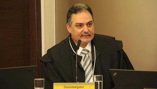 Desembargador de Minas Gerais propõe vaga fantasma a parentes