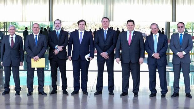 Bolsonaro pode melhorar sua imagem se descer do palanque e governar mais