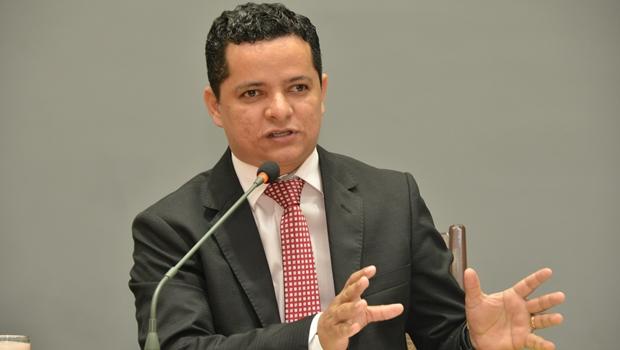 """Se for a vontade do partido, aceitarei o desafio de ser candidato a prefeito de Araguaína"""