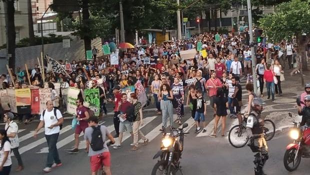 Organização estima quase 20 mil pessoas em manifestação contra contingenciamento na Educação