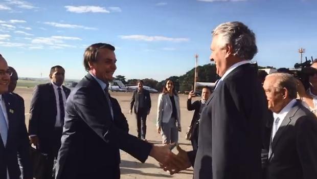 Presidente Jair Bolsonaro é recebido pelo governador Ronaldo Caiado, em Goiânia