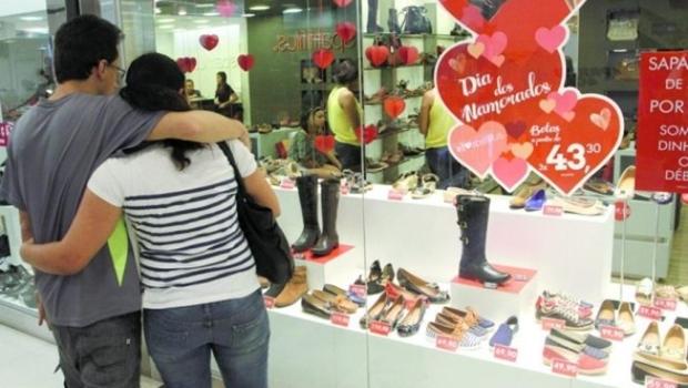 Preço das flores aumenta até 316% na véspera do Dia dos Namorados, diz Procon Goiás