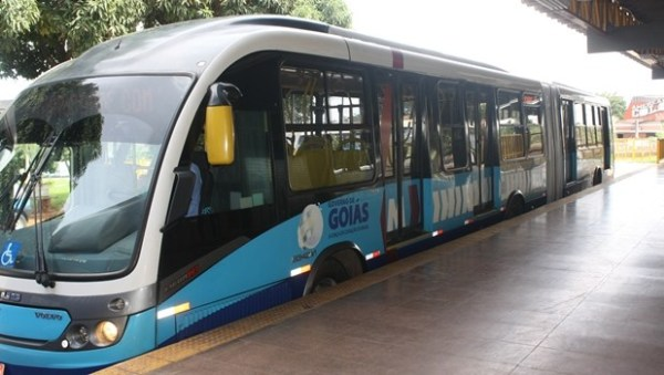 Caiado garante que não haverá cortes nas linhas da Metrobus das extensões do Eixo Anhanguera