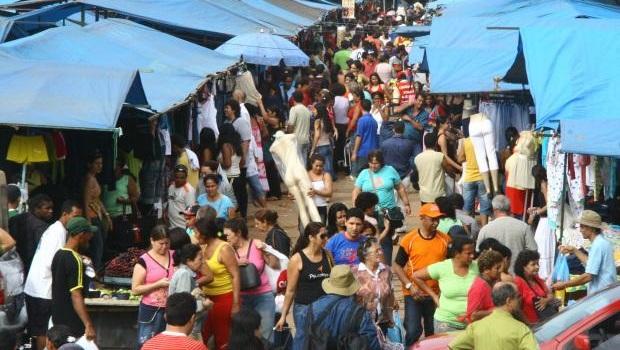 Prefeitura libera bancas ímpares na Feira Hippie em função do Dia das Mães