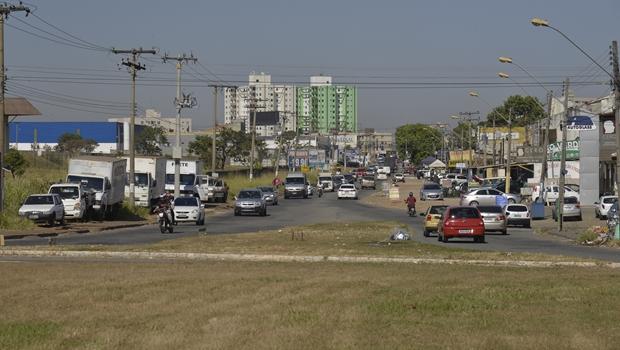 Iniciadas obras para abertura de rotatória próxima aos Correios da Vila Brasília