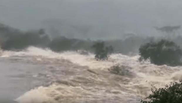 Rompe barragem no povoado de Quati, em Pedro Alexandre (BA)